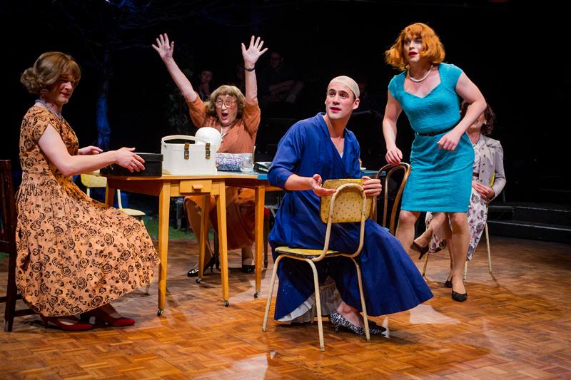Review casa valentina southwark playhouse - Rivenditori casa valentina ...